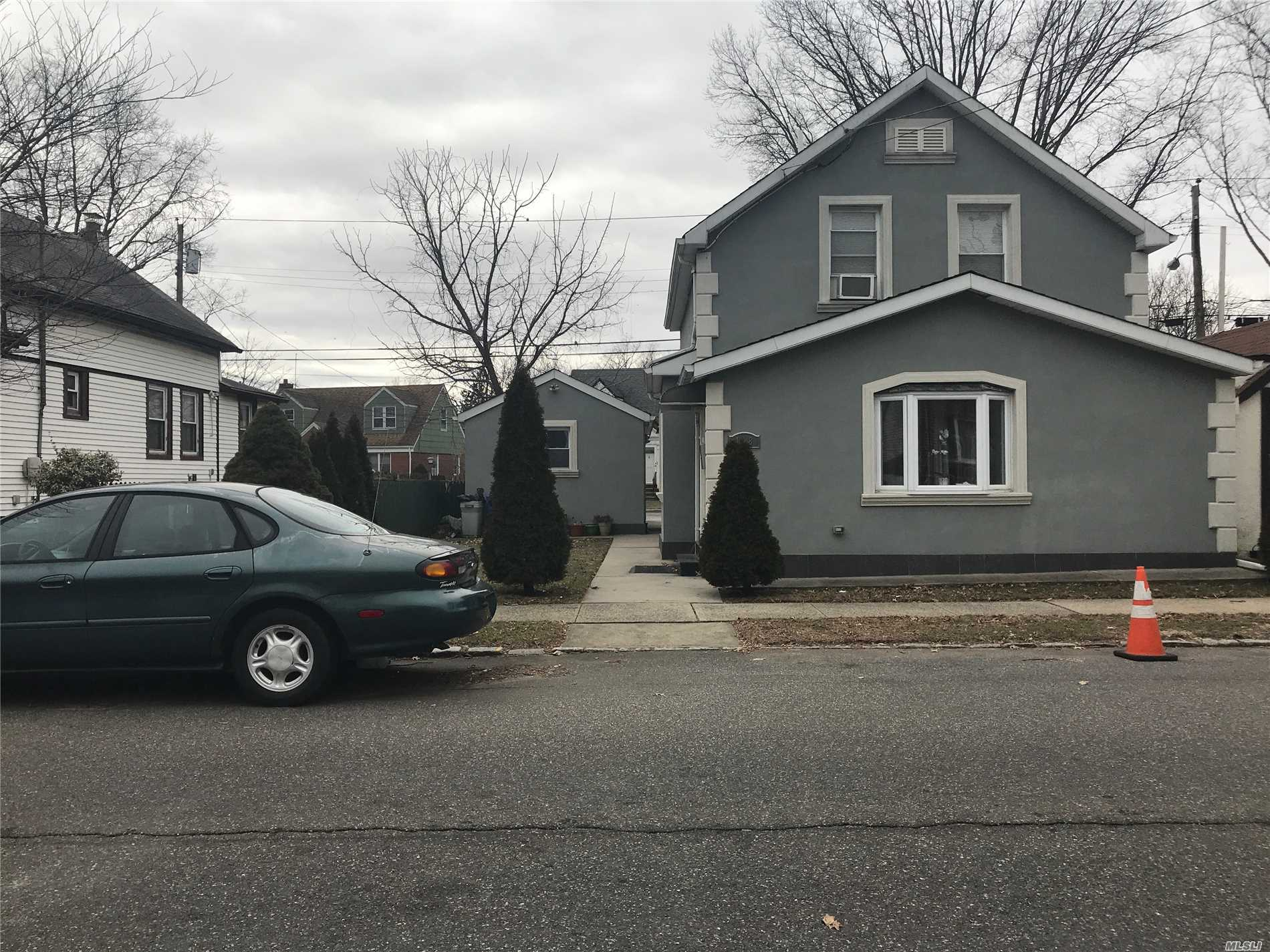 Photo of home for sale at 148 Barwick St, Floral Park NY