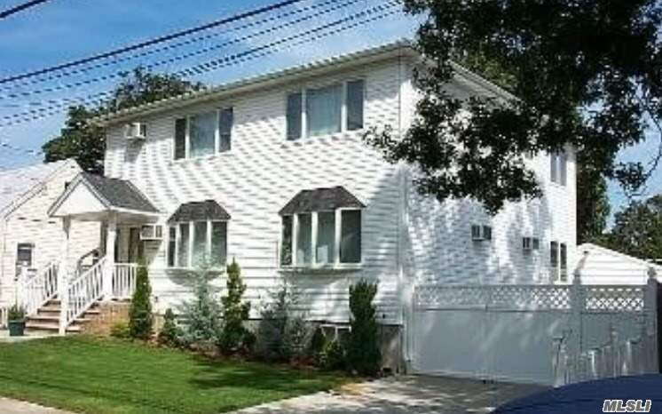Photo of home for sale at 1580 Kiefer Ave, Elmont NY