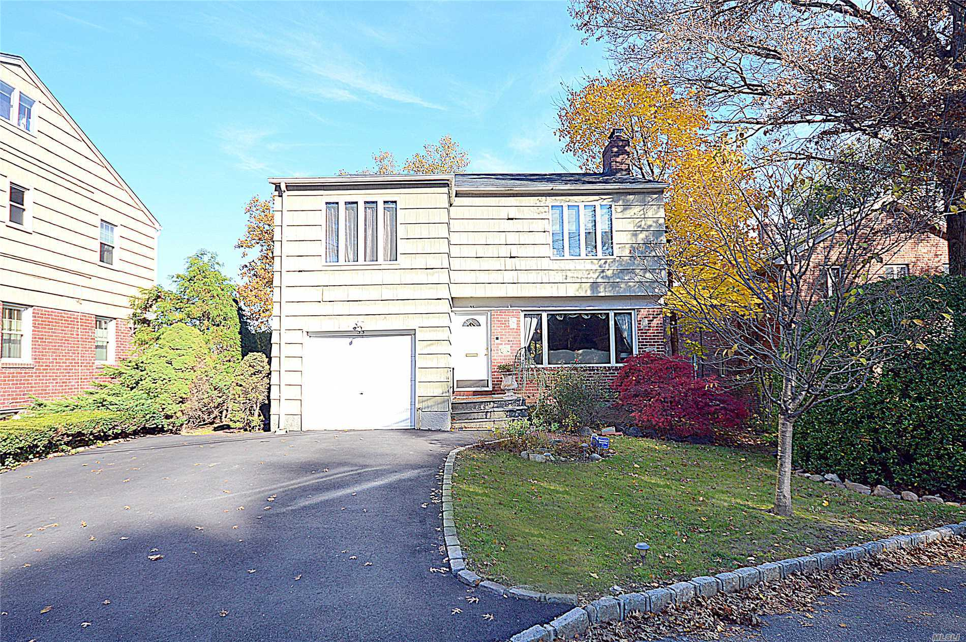 Photo of home for sale at 35 Valley View Rd, Great Neck NY
