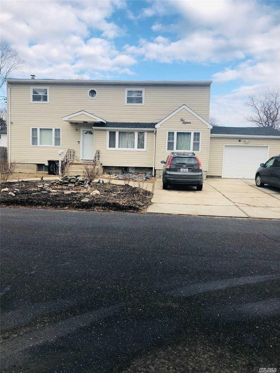 Photo of home for sale at 215 Sheffield Ave, West Babylon NY