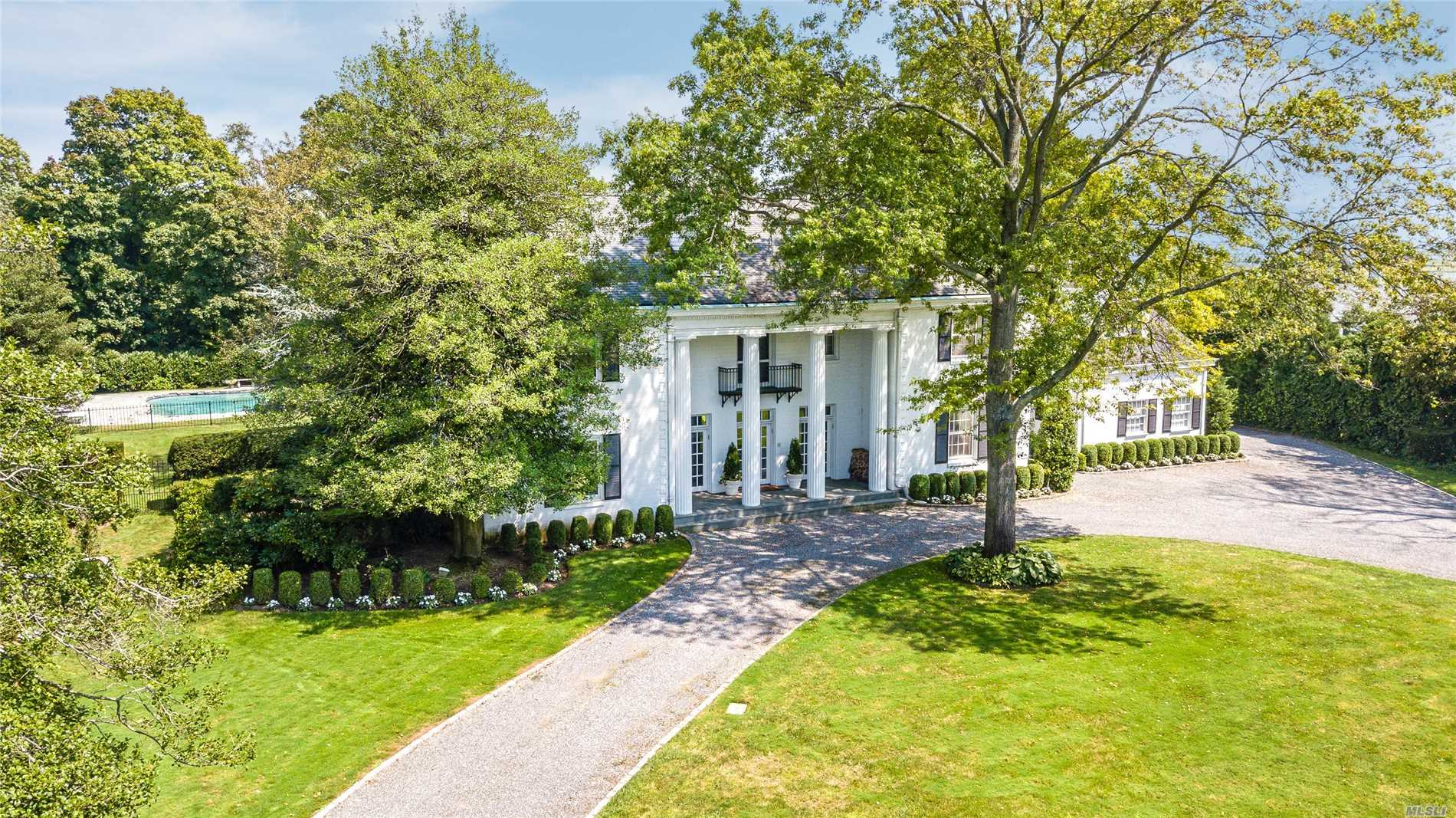 Photo of home for sale at 234 Briarwood Xing, Lawrence NY