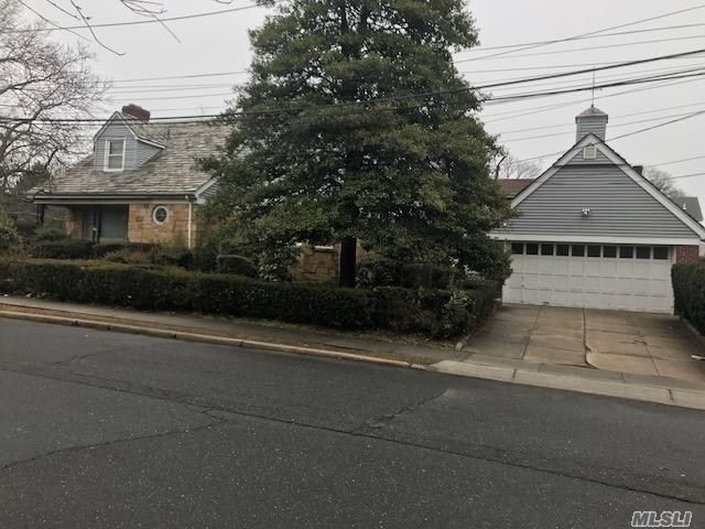 Photo of home for sale at 360 Leroy Ave, Cedarhurst NY
