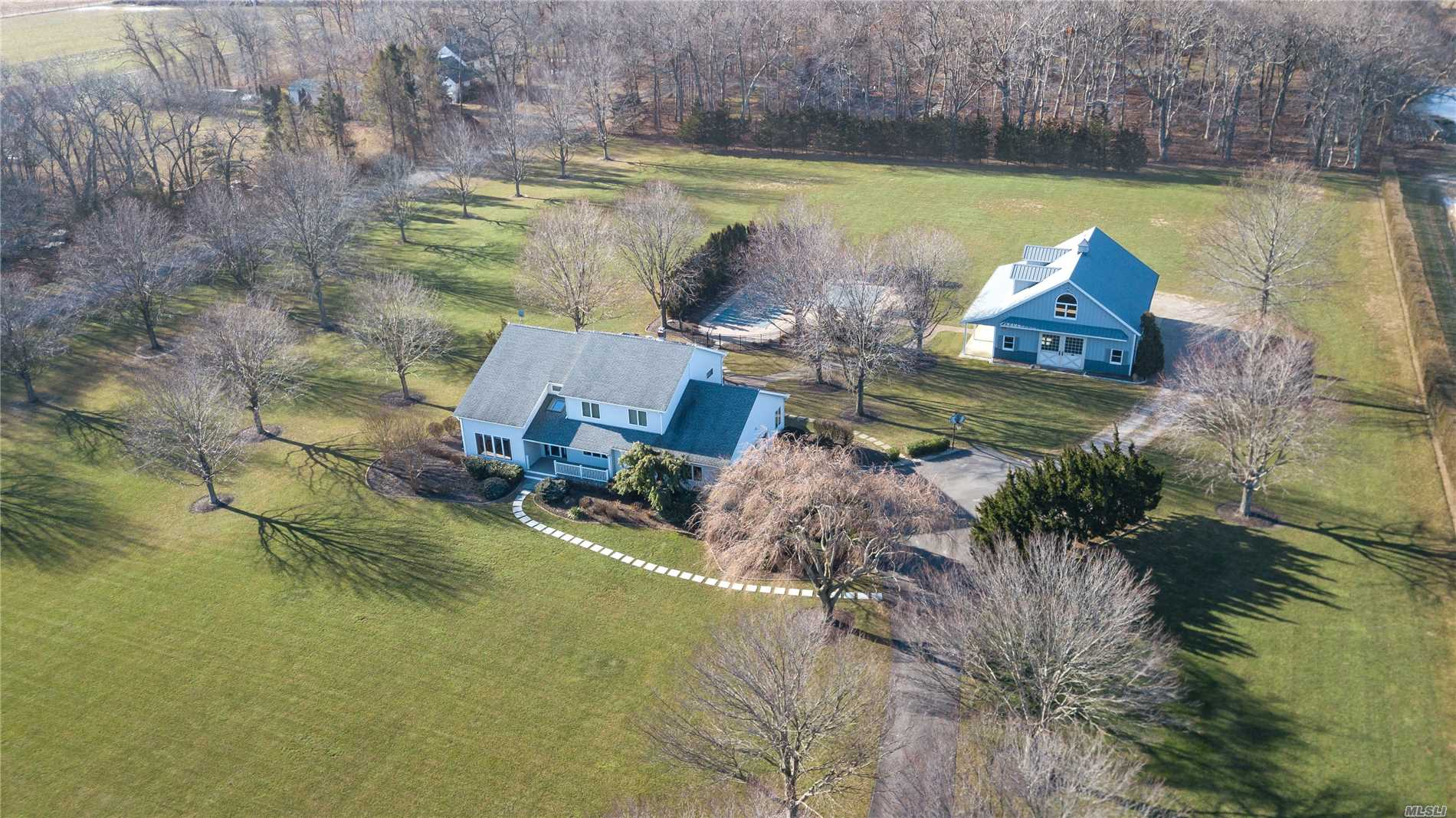 Photo of home for sale at 665 Manor Ln, Jamesport NY