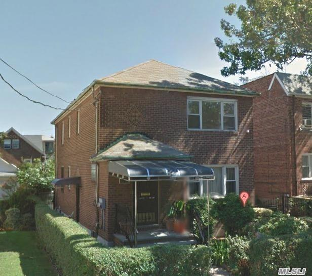 Photo of home for sale at 61-25 170th St, Fresh Meadows NY