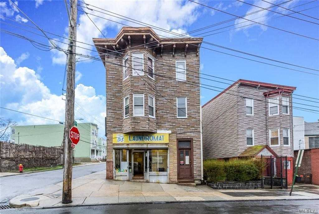 Photo of home for sale at 332 Walnut St, Yonkers NY