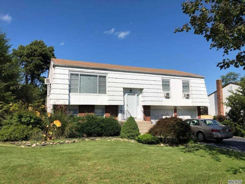 Photo of home for sale at 62 Sandy Hollow Dr, Smithtown NY