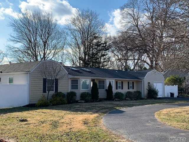 Photo of home for sale at 62 Bayside Ave, Amityville NY