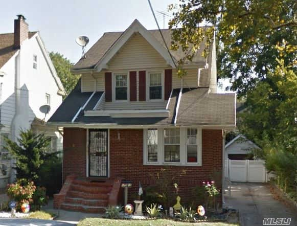 Photo of home for sale at 110-15 196 St, St. Albans NY