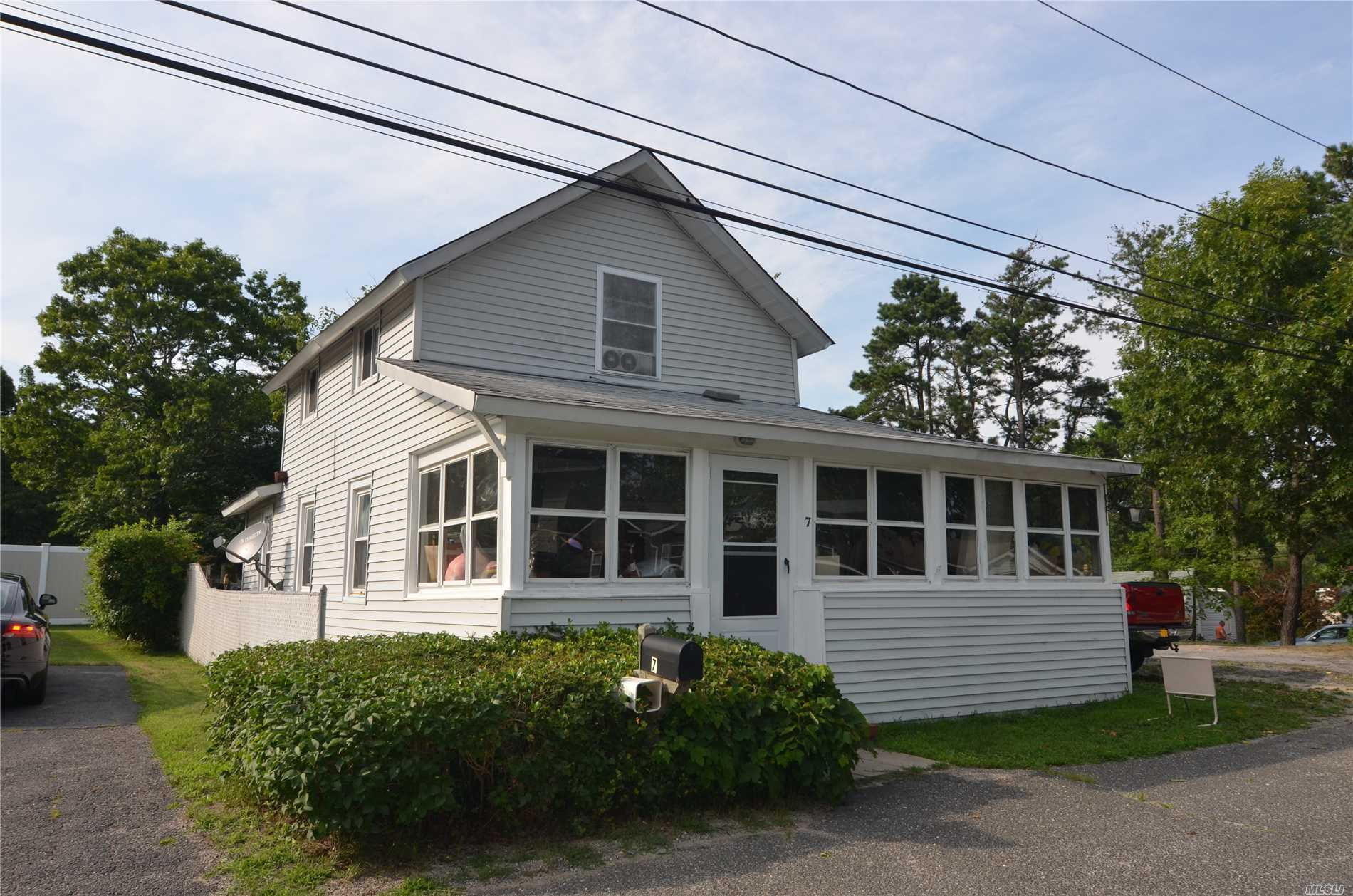 Photo of home for sale at 7 Prince St, Patchogue NY