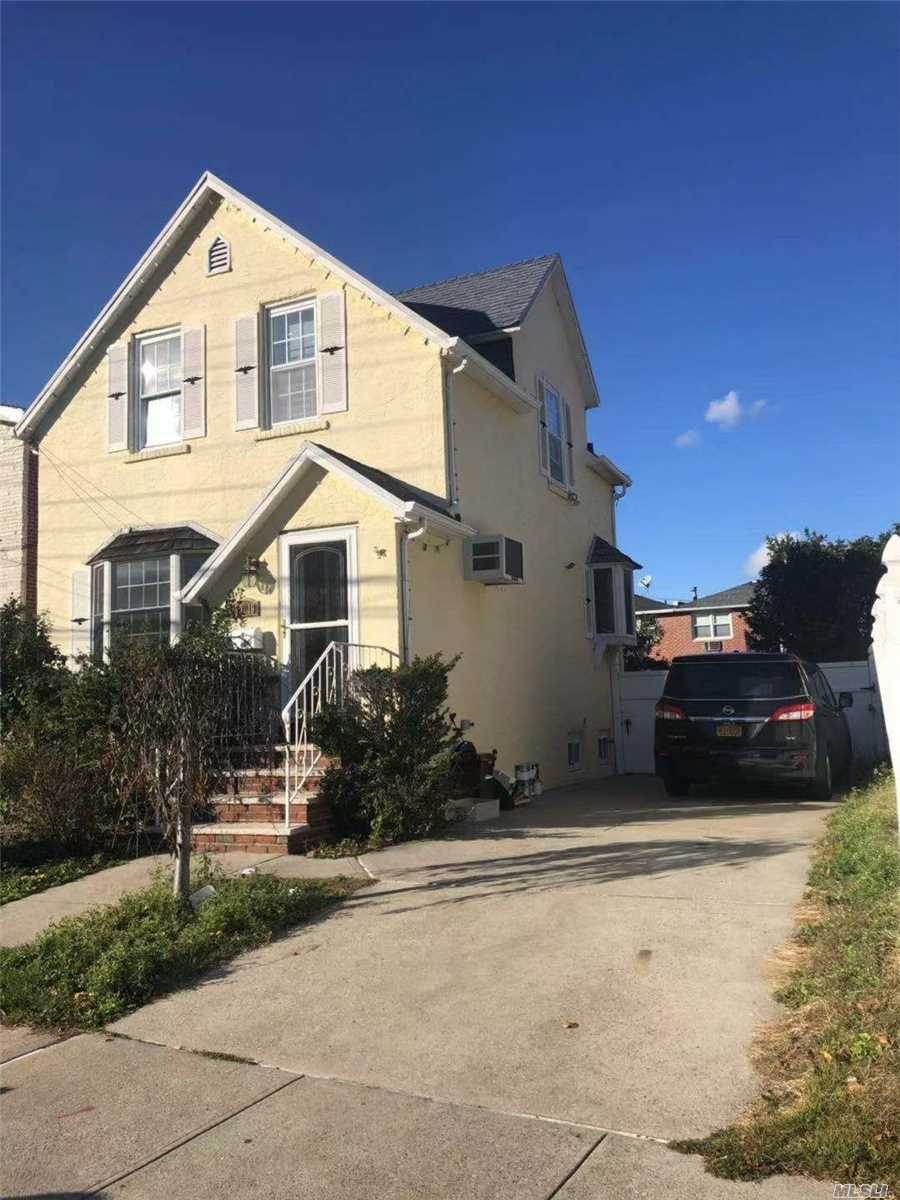Photo of home for sale at 150-19 25th Ave, Whitestone NY