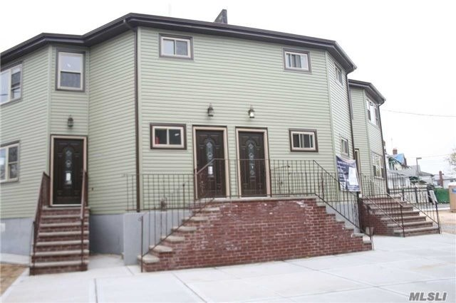 Photo of home for sale at 222-50 141 Ave, Springfield Gdns NY