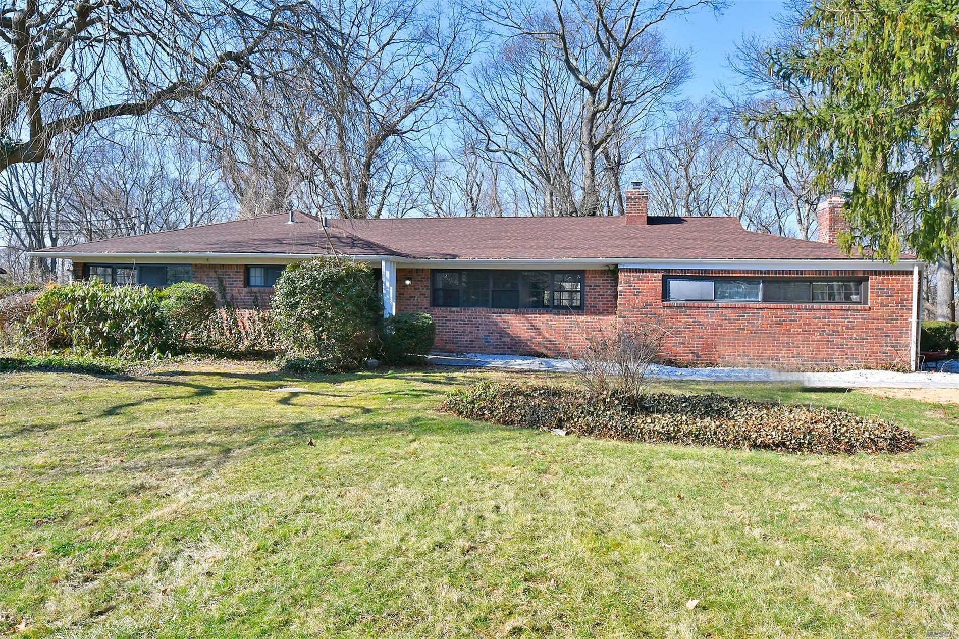 Photo of home for sale at 24 Pine Dr, Woodbury NY