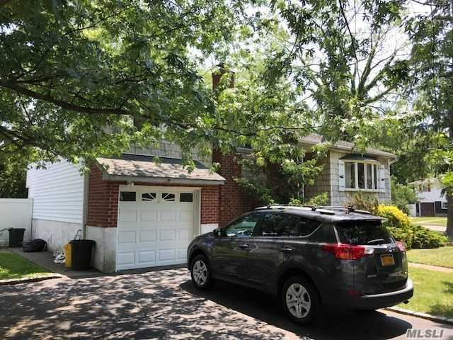 Photo of home for sale at 106 Block Blvd, Massapequa Park NY