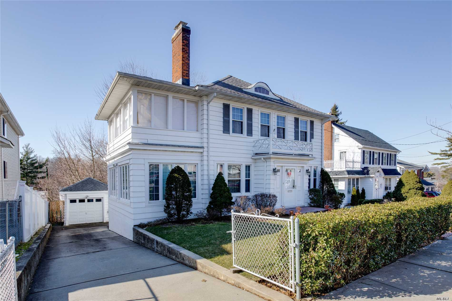 Photo of home for sale at 42-30 248th St, Little Neck NY