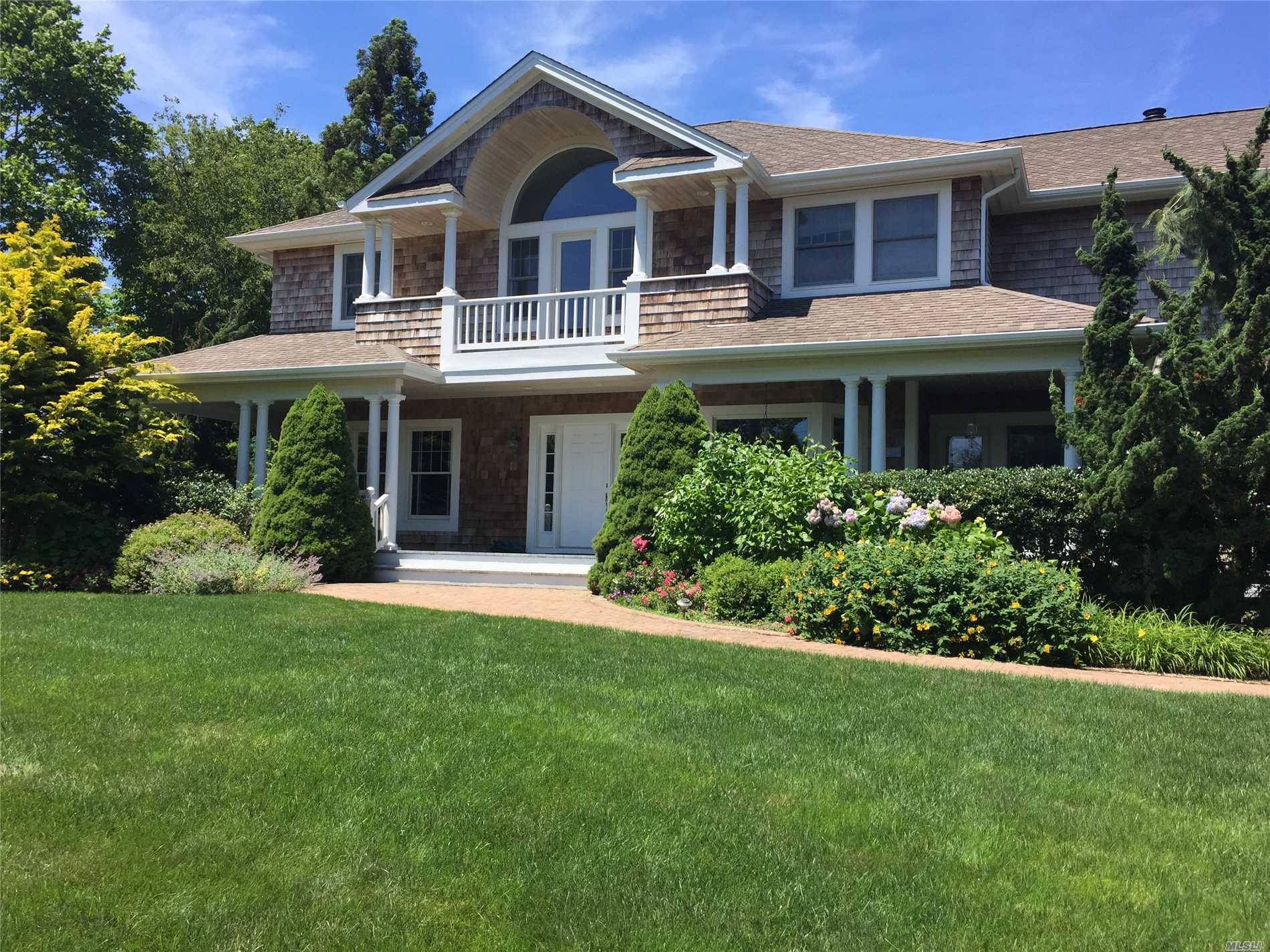 Photo of home for sale at 7 Assups Neck Ln, Quogue NY