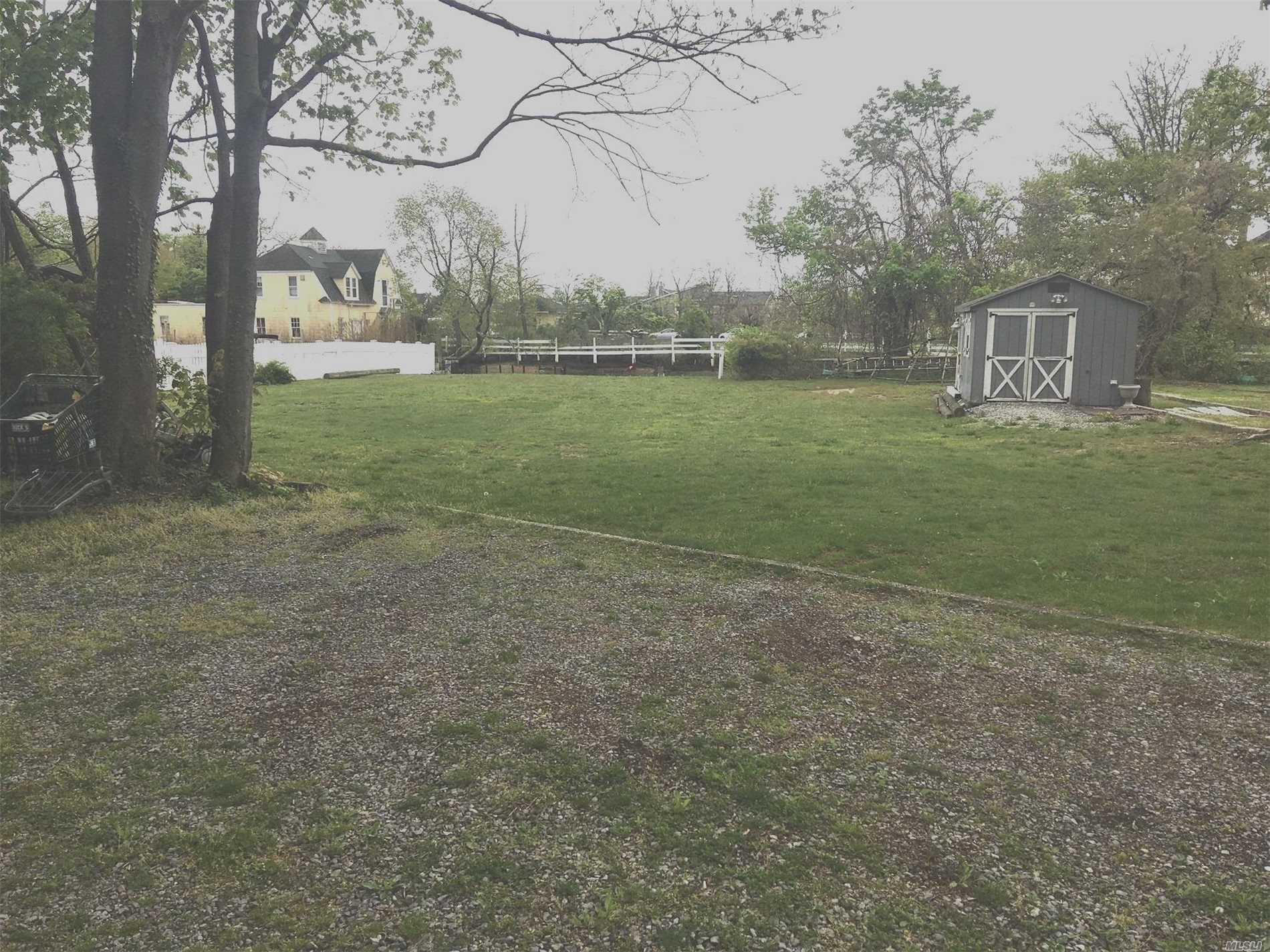 Photo of home for sale at 480B Clocks Blvd, Massapequa NY