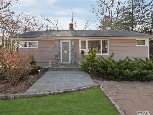 Photo of home for sale at 120 Little Plains Rd, Huntington NY