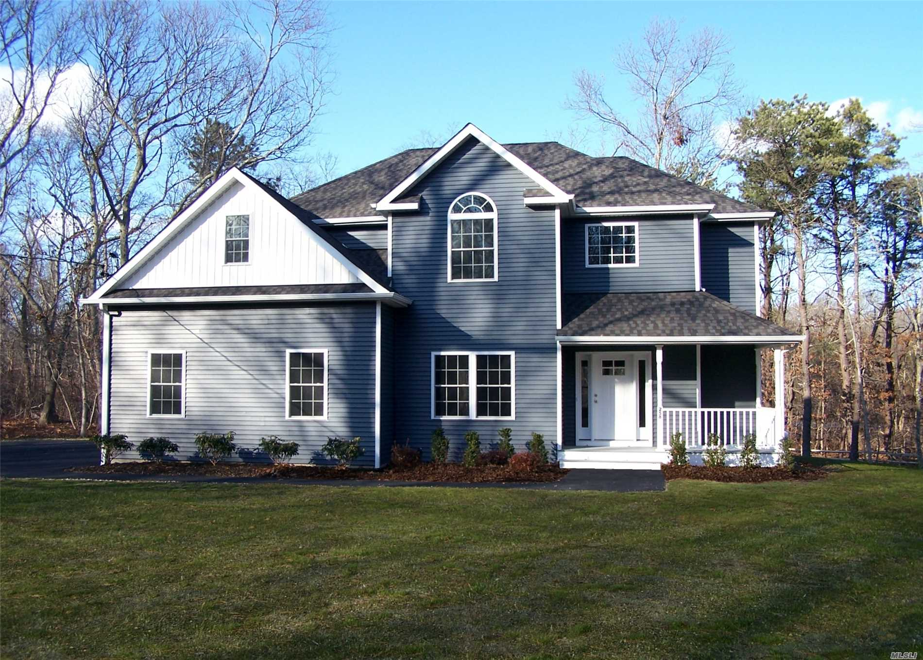 Photo of home for sale at 257 Eastport Manor Rd, Manorville NY