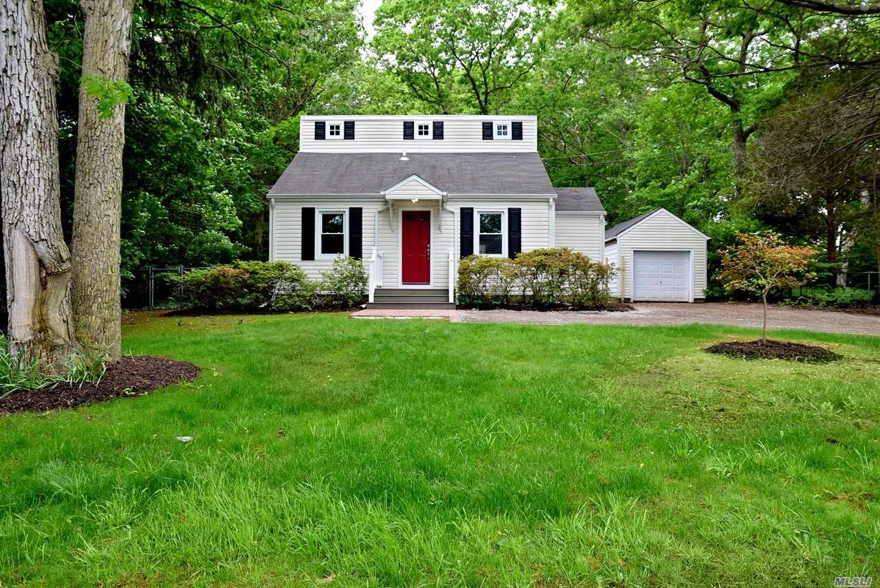 Photo of home for sale at 352 Gibbs Pond Rd, Nesconset NY