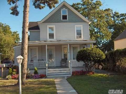 Photo of home for sale at 8 Brightside Ave, Central Islip NY