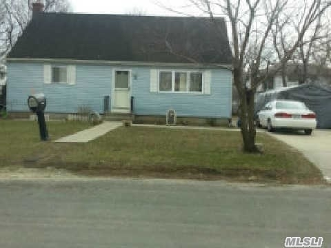 Photo of home for sale at 38 Spruce Rd, Amityville NY