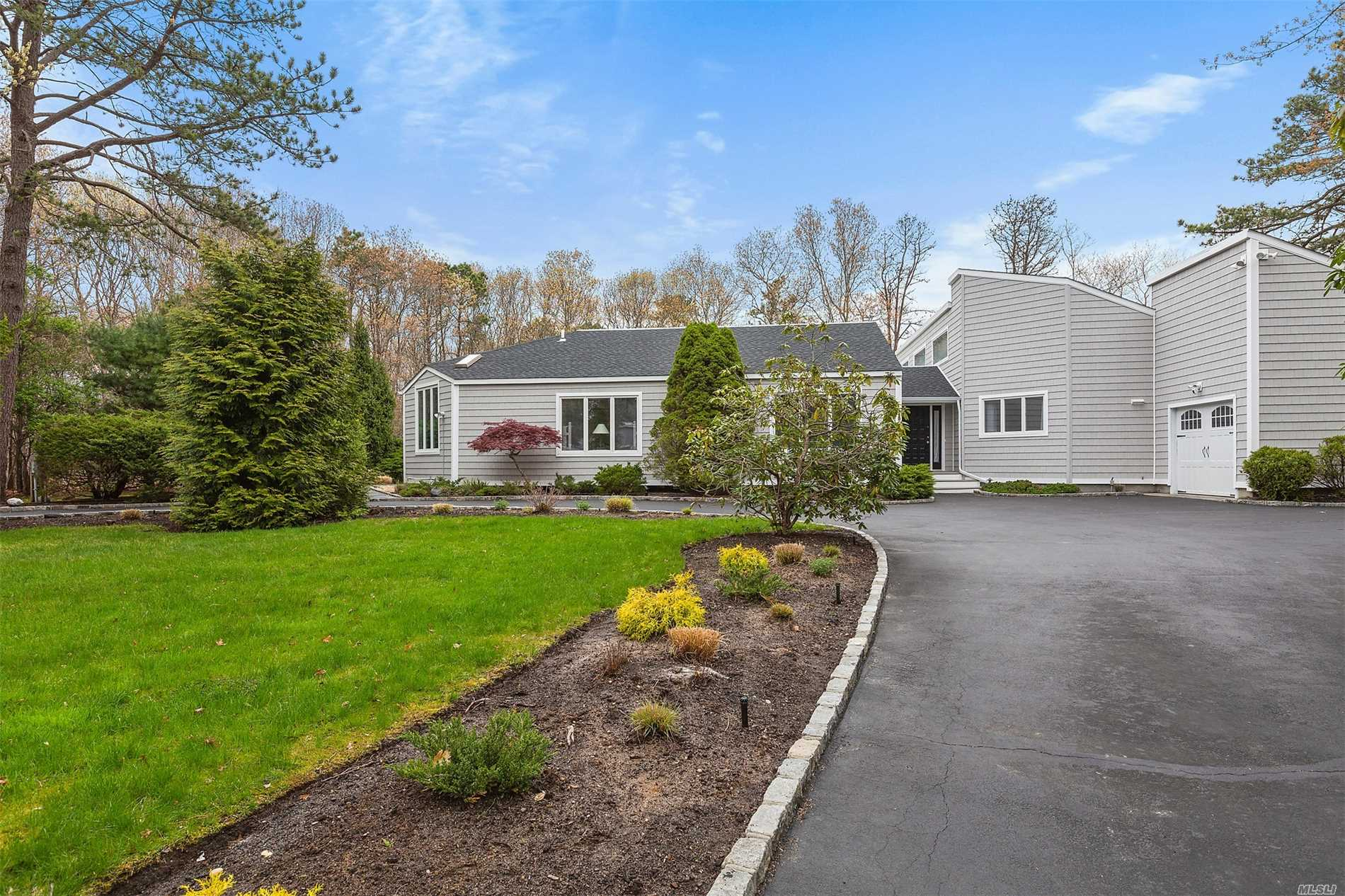 Photo of home for sale at 19 Deerfield E, Quogue NY