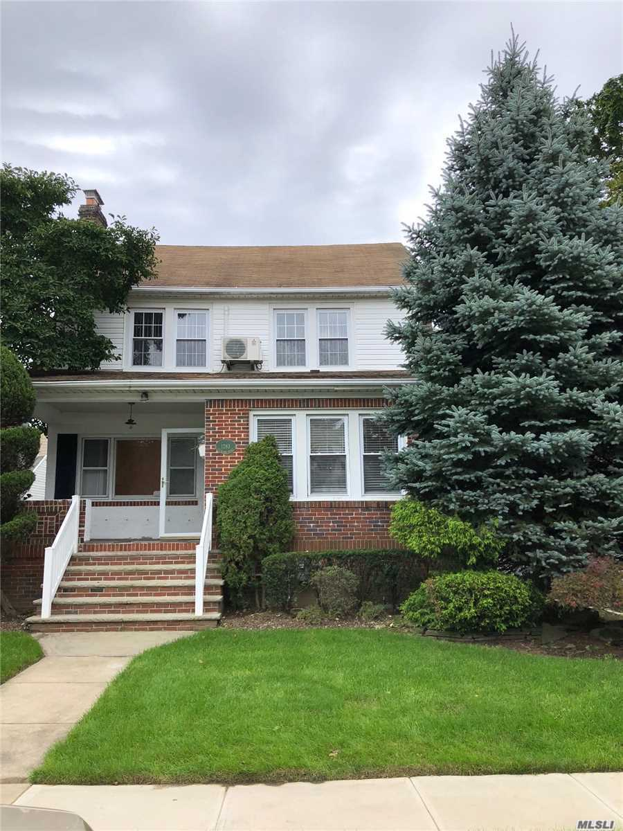 Photo of home for sale at 1283 Sturlane Pl, Hewlett NY
