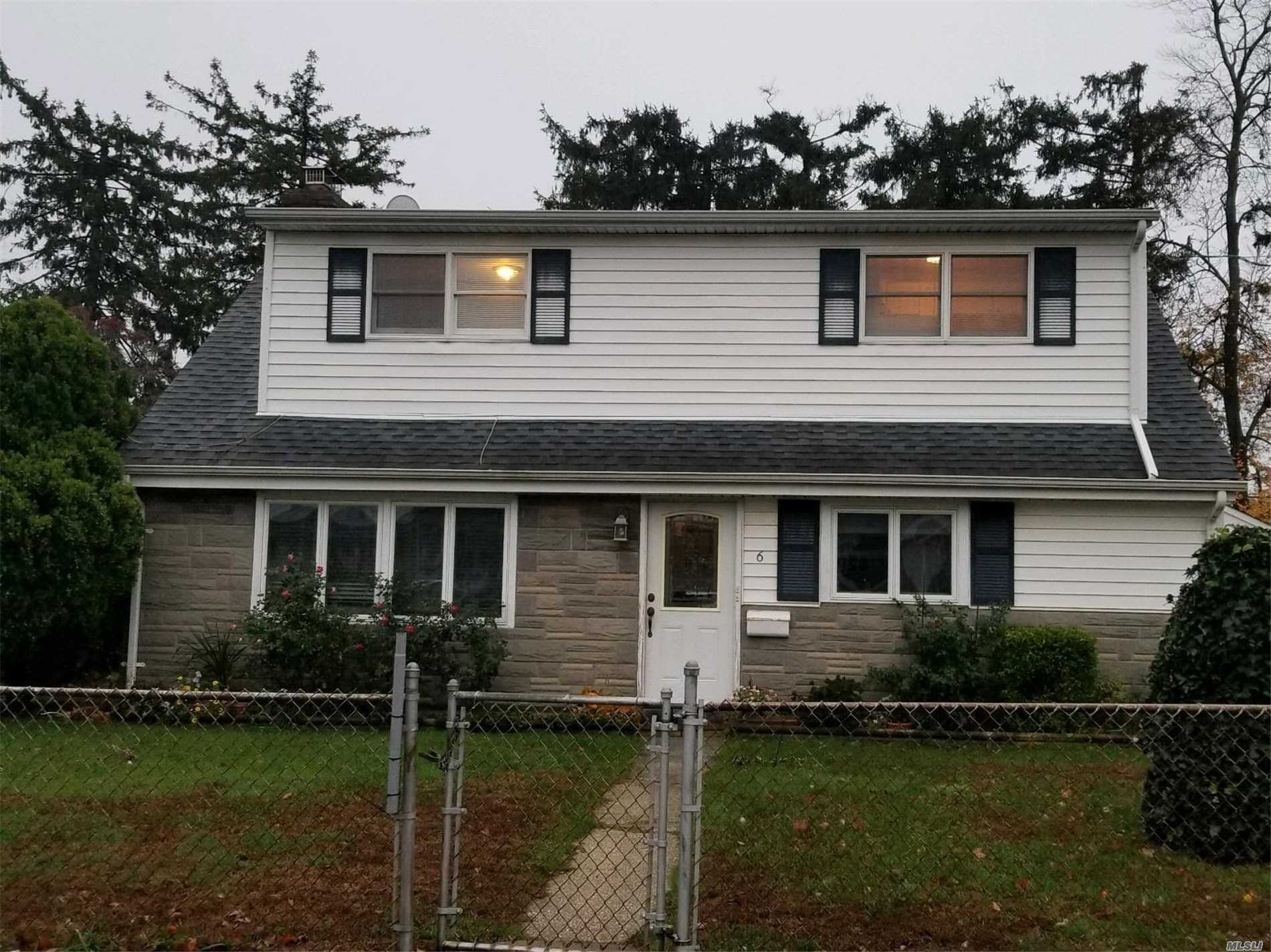 Photo of home for sale at 6 East Gate Rd, Copiague NY