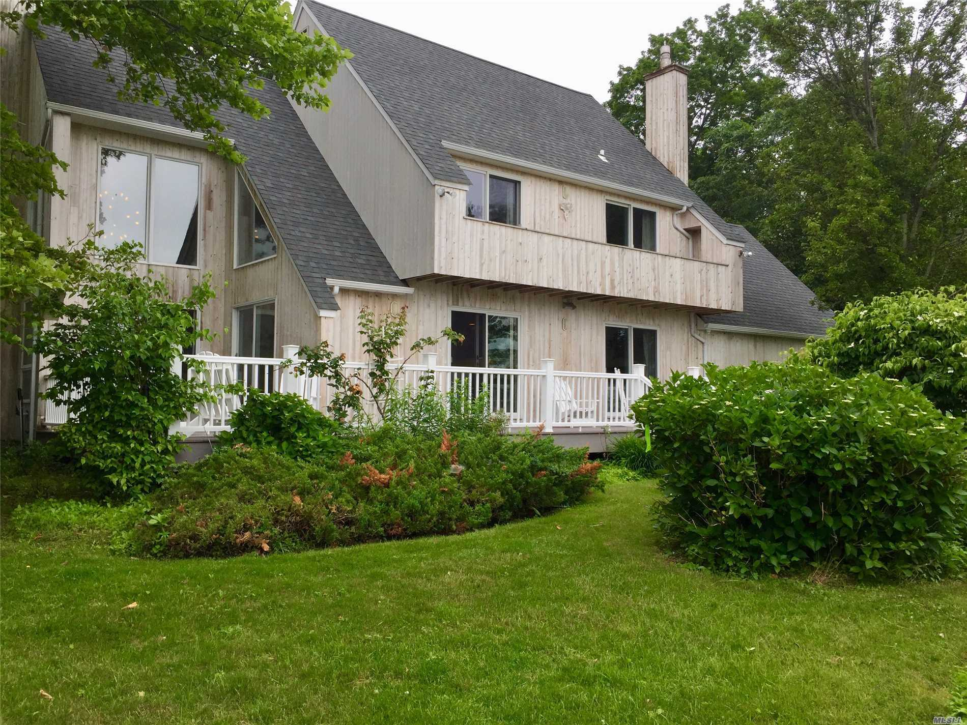 Photo of home for sale at 845 Budds Pond Rd, Southold NY