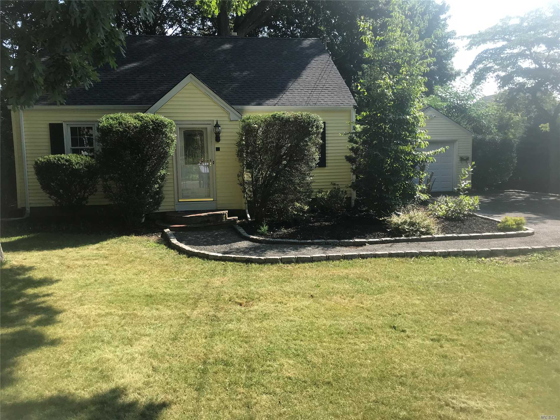 Photo of home for sale at 60 23rd St E, Huntington Sta NY
