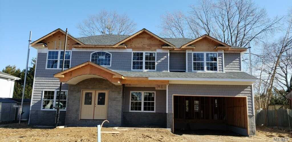 Photo of home for sale at 15 Wisteria Pl, Syosset NY