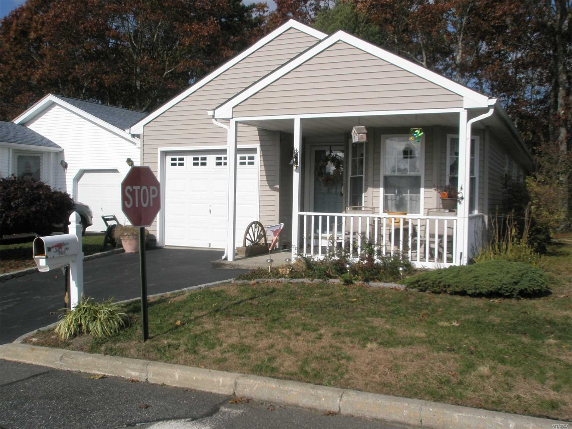 Property for sale at 426 Village Circle N, Manorville,  NY 11949