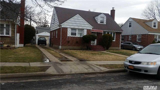 Photo of home for sale at 111 Jean Ave, Hempstead NY