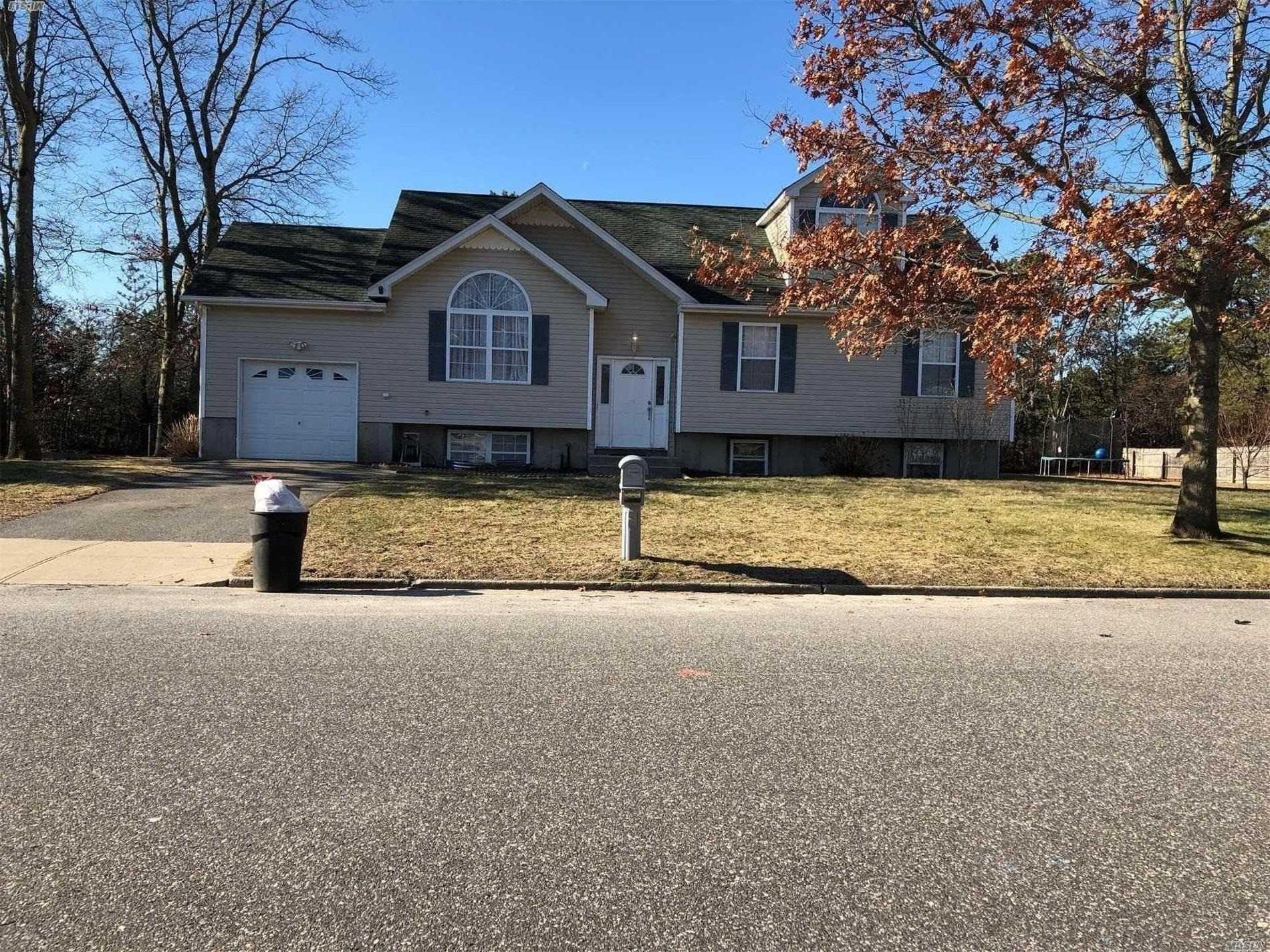 Photo of home for sale at 62 Village Dr S, Bellport NY