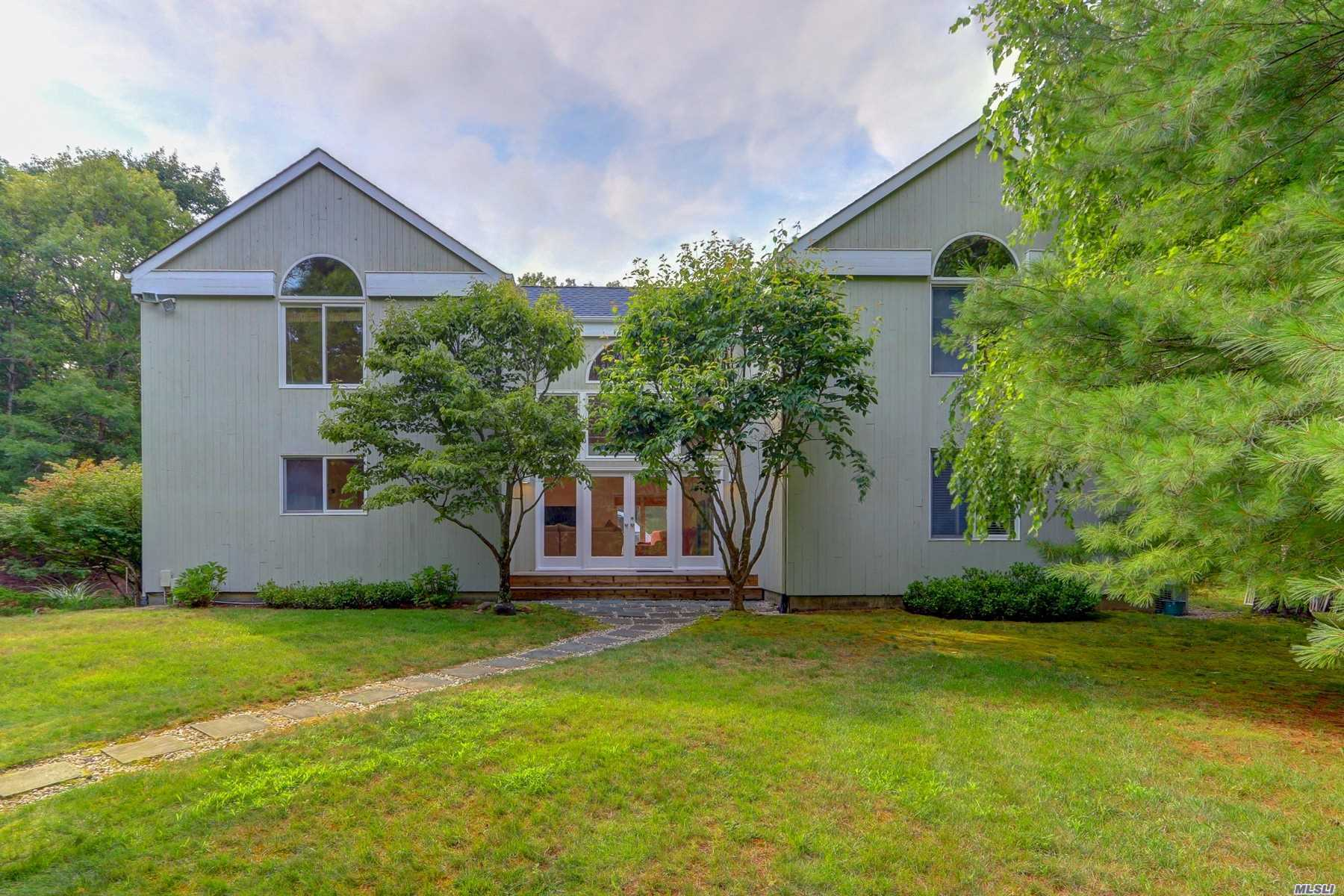 Photo of home for sale at 5 Wigwam View Ln, East Hampton NY