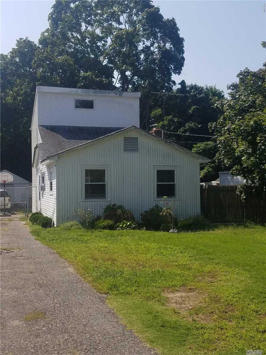 Photo of home for sale at 62 Hemlock St, Selden NY