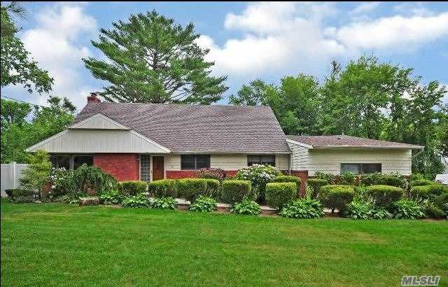 Photo of home for sale at 56 Crescent Beach Rd, Glen Cove NY