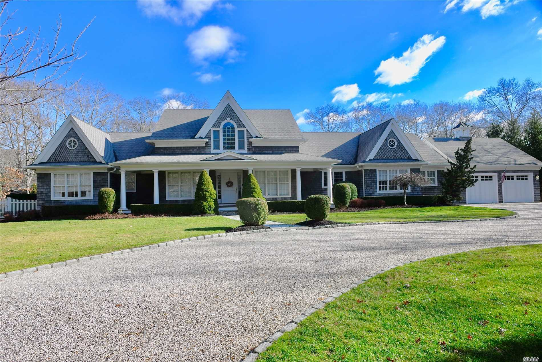Photo of home for sale at 3 Oakland Ln, East Quogue NY