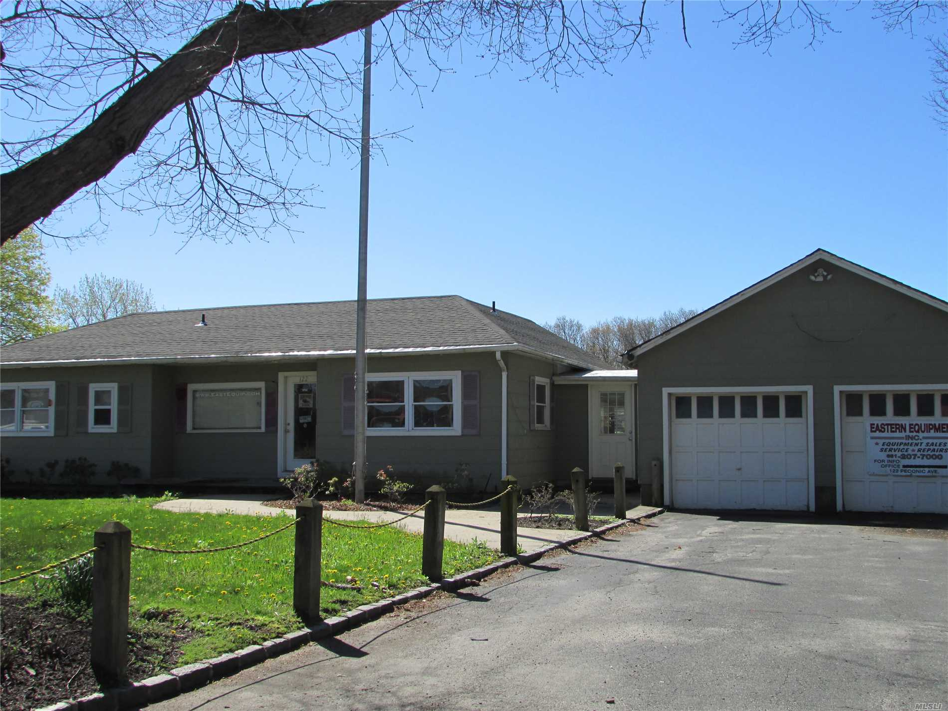 Photo of home for sale at 122 Peconic Ave, Medford NY