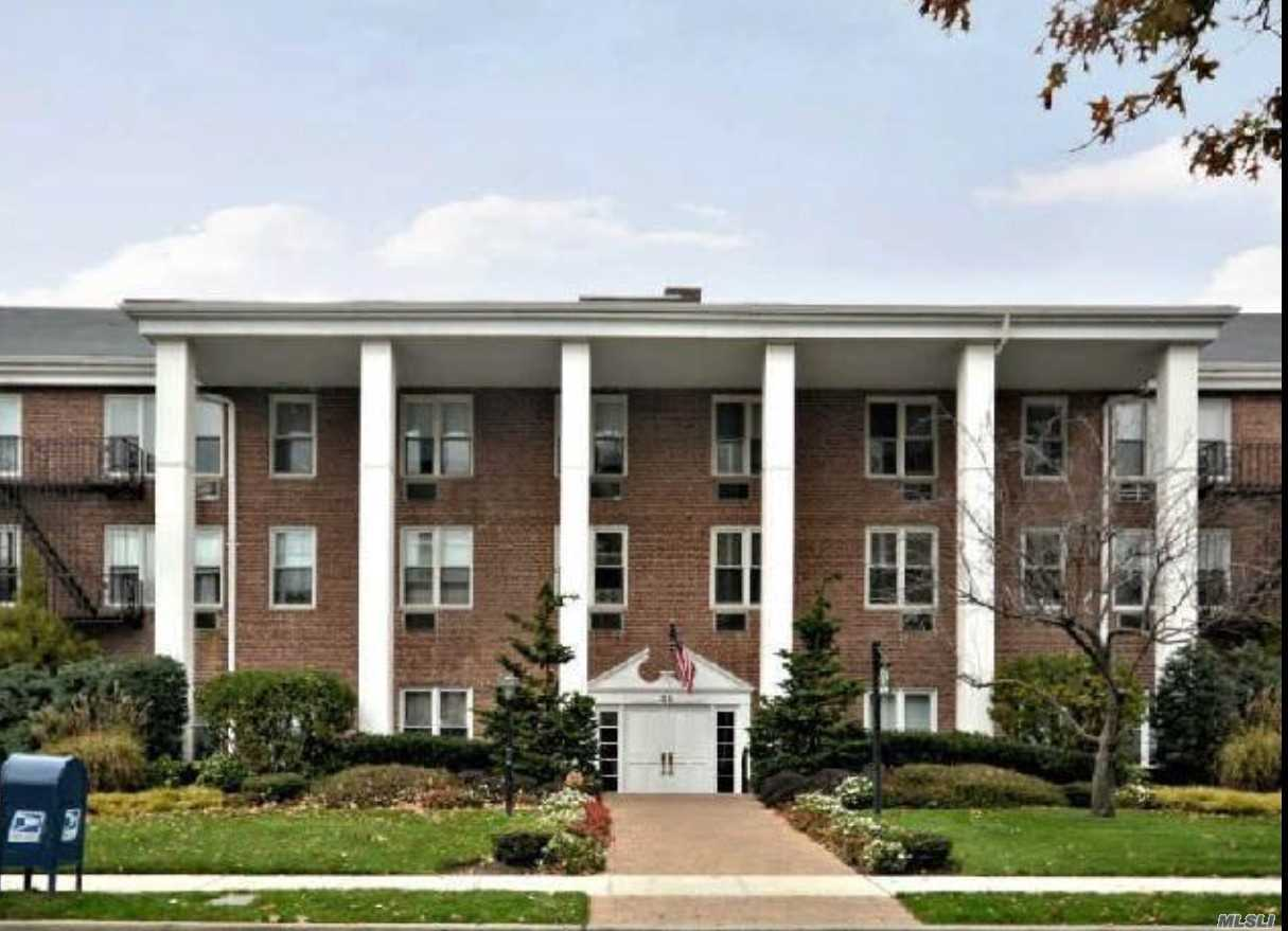 Property for sale at 55 Lenox Rd, Rockville Centre,  NY 11570