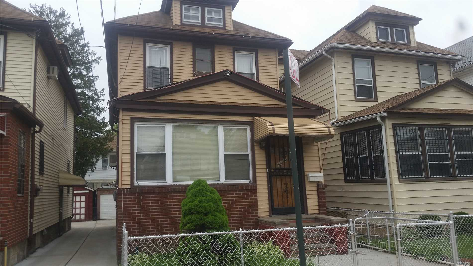 Photo of home for sale at 94-20 52 Ave, Elmhurst NY