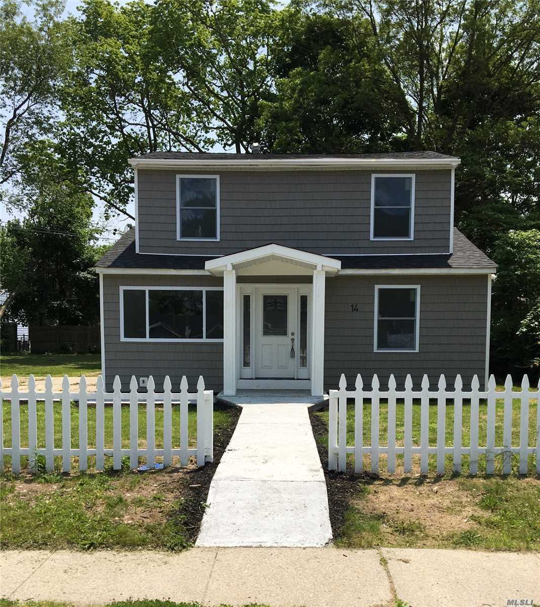 Photo of home for sale at 14 Cherry St E, Central Islip NY