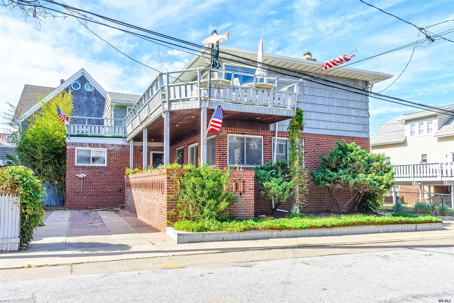 Photo of home for sale at 25 Rochester Ave, E Atlantic Beach NY