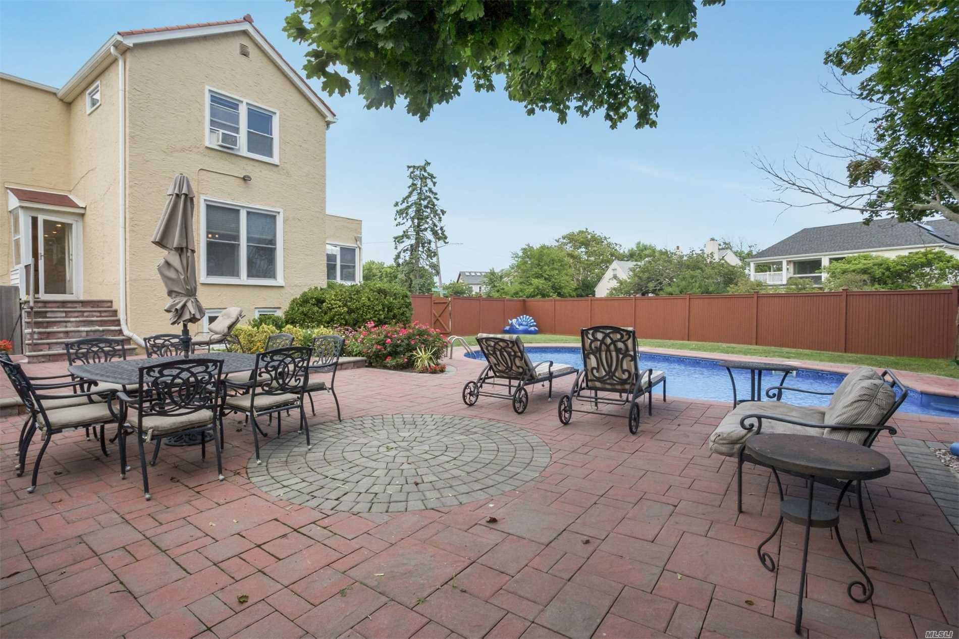 Photo of home for sale at 176 Fairway Rd, Lido Beach NY