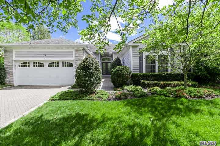 Photo of home for sale at 7 Hamlet Woods Dr, St. James NY