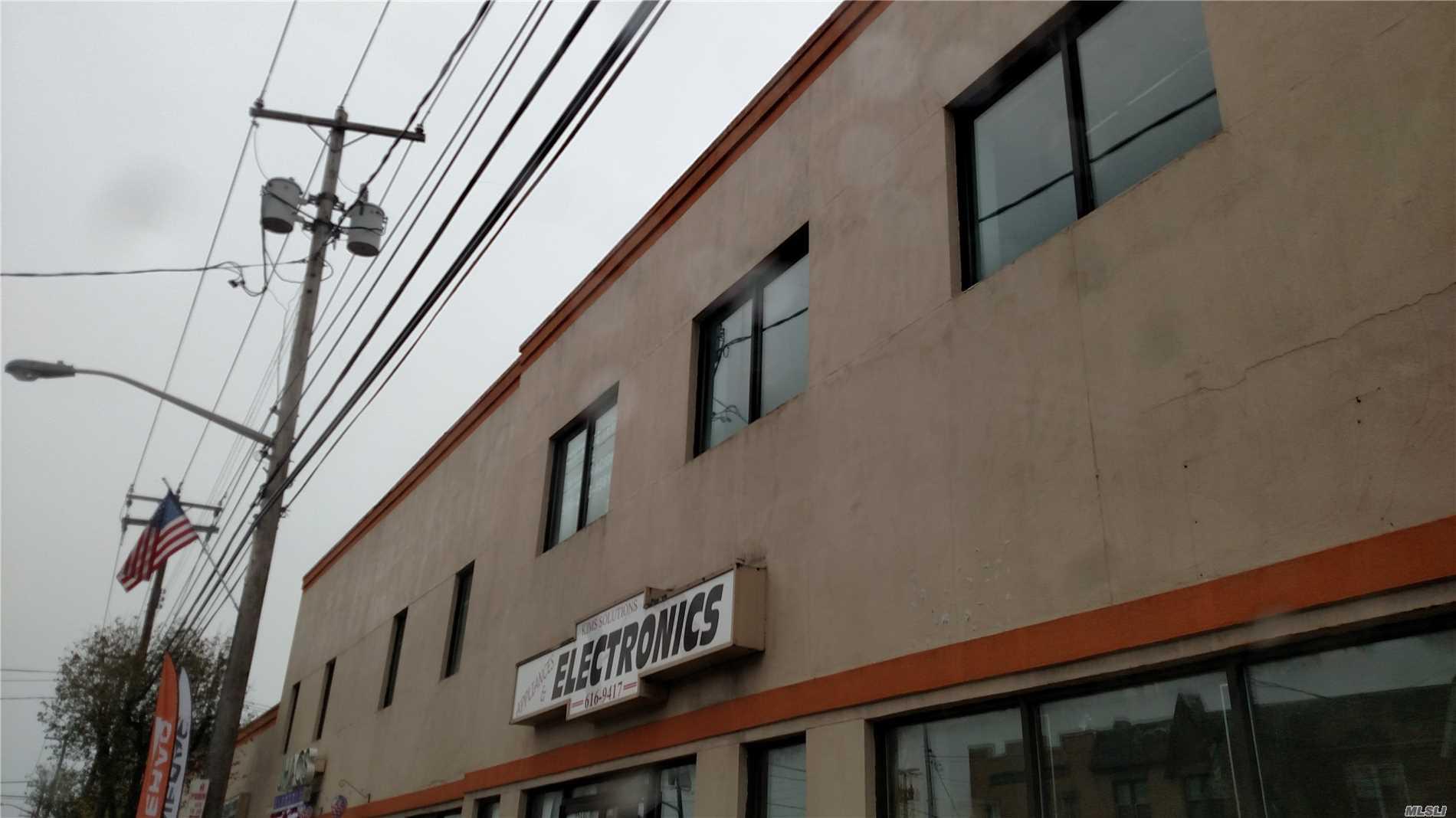 Photo of home for sale at 263 Jericho Tpke E, Mineola NY