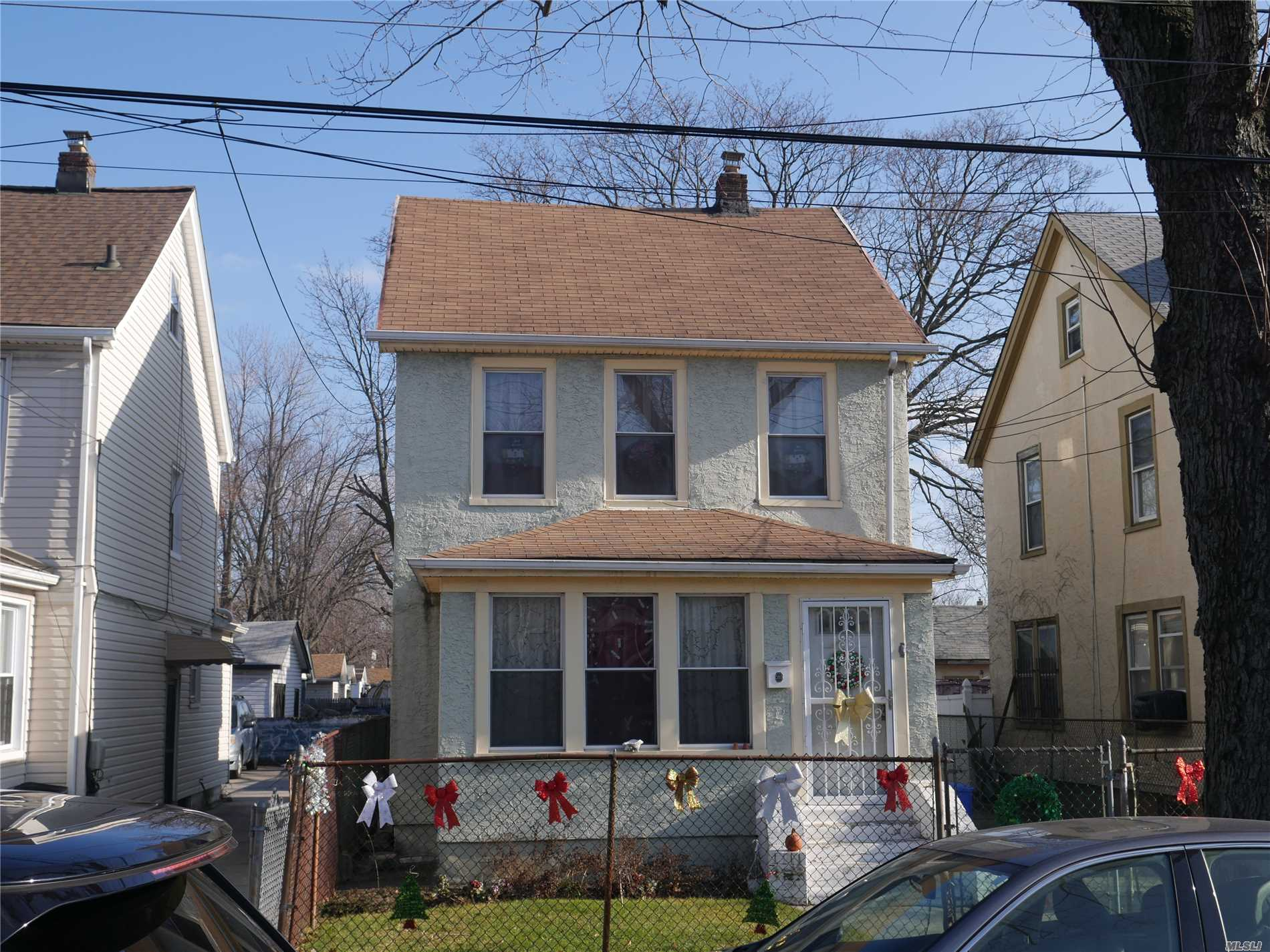 Photo of home for sale at 113-41 194th St, St. Albans NY