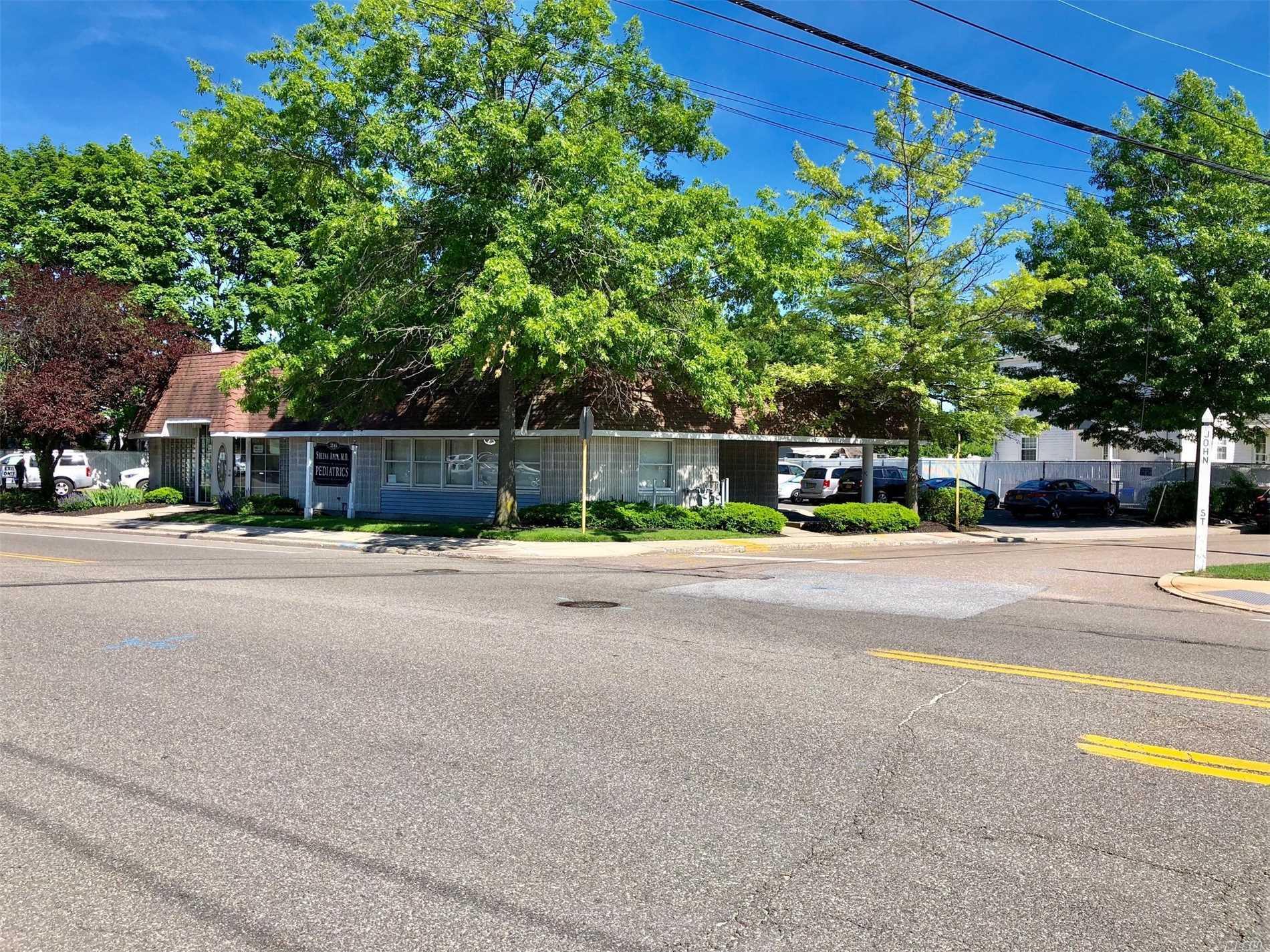 Photo of home for sale at 26 John St, Babylon NY