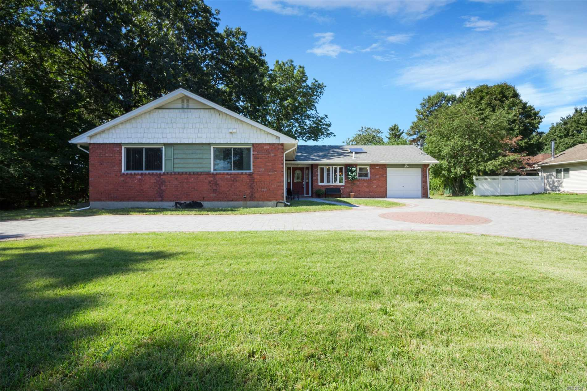 Photo of home for sale at 26 Coconut Dr, Commack NY