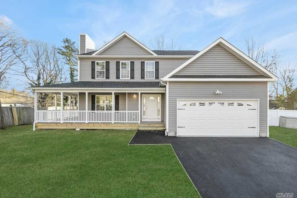 Photo of home for sale at 10 3rd St, Nesconset NY